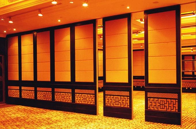 Ưu điểm của vách ngăn Veneer trong trang trí nội thất hội trường