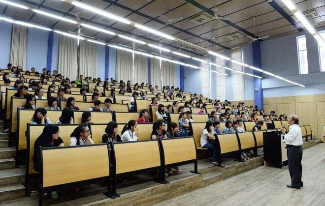 Những ưu điểm chỉ có ở ghế hội trường có bàn viết