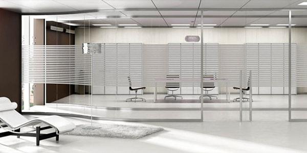 Vách ngăn kính – vật liệu không thể thiếu cho văn phòng hiện đại