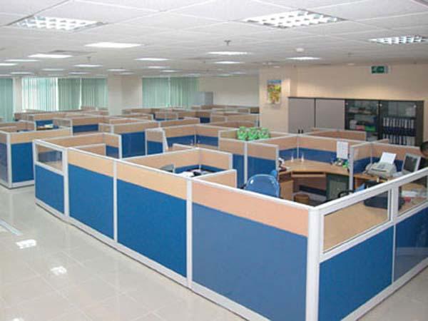 Vách ngăn văn phòng là loại vách ngăn dùng để ngăn cách các vị trí ngồi trên bàn làm việc