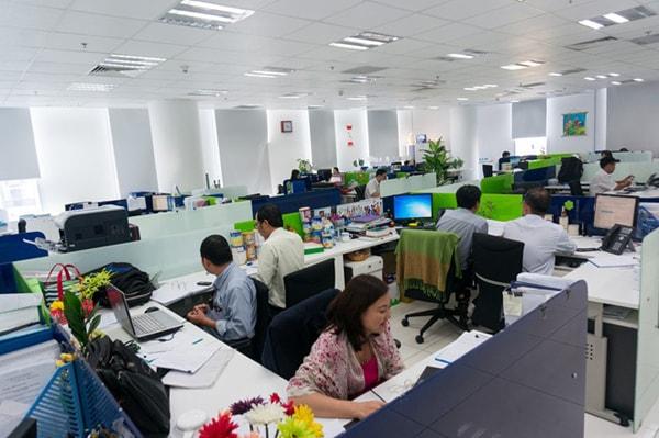 Ngồi làm việc theo nhóm là cách kích thích sự sáng tạo hiệu quả khi làm việc