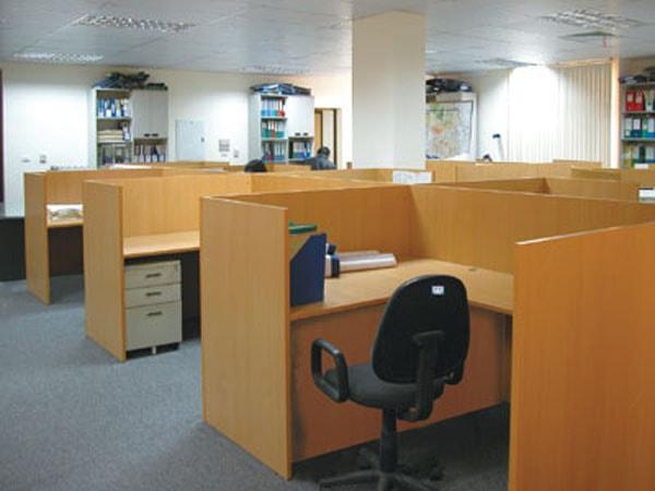 Giá cả vách ngăn gỗ văn phòng phụ thuộc vào kích thước của vách ngăn