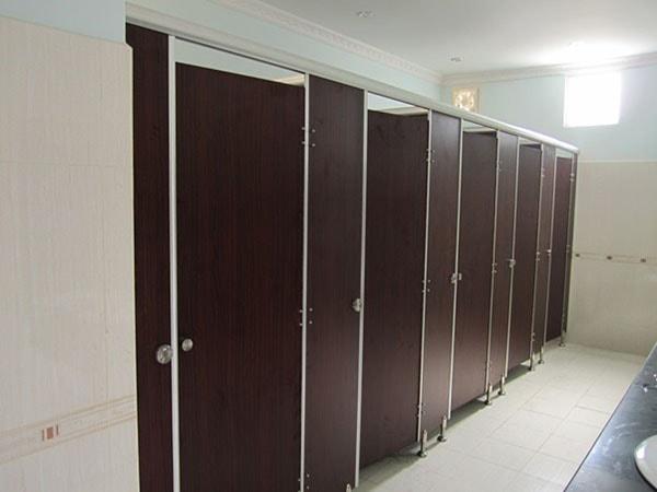 Vách đảm bảo những yêu cầu về chất lượng chung cho thiết kế khu vệ sinh