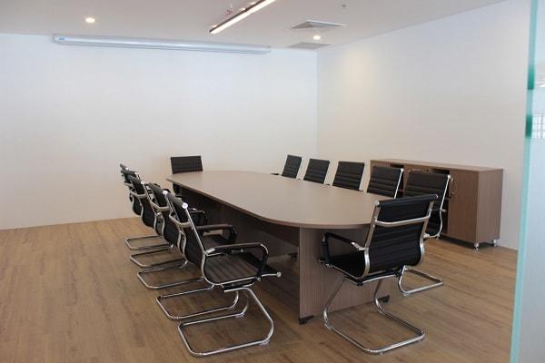Ưu điểm nổi bật của bàn họp hình oval, elip của Hòa Phát là thiết kế đẹp, phù hợp nhiều không gian và tốt cho phong thủy