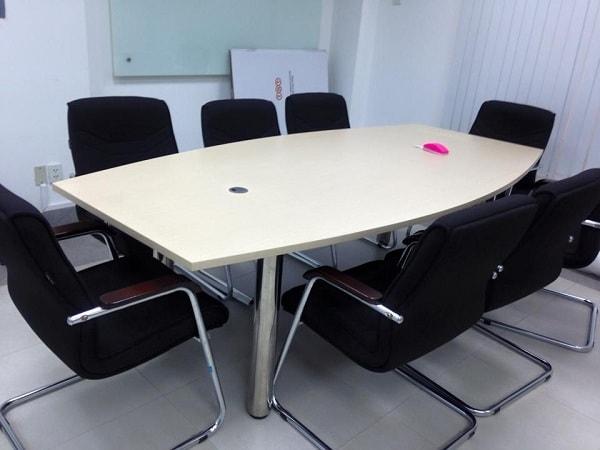 Bàn họp chấn sắt khắc phục được khá nhiều hạn chế so với nội thất văn phòng truyền thống