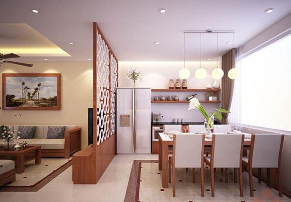 Vách ngăn bằng gỗ phân cách phòng khách và bếp