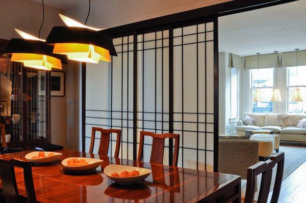Vách ngăn phòng khách bằng cửa trượt mang hơi hướng phong cách Nhật