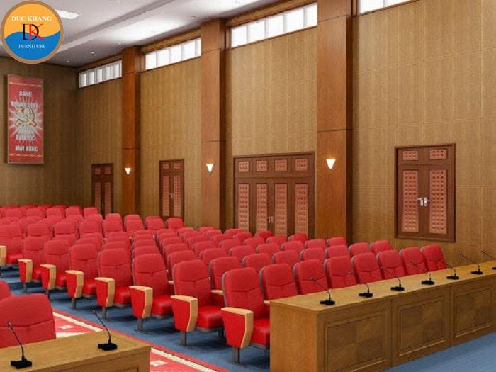 Ghế hội trường nhập khẩu bọc nỉ đỏ được sử dụng cho toàn bộ bội trường